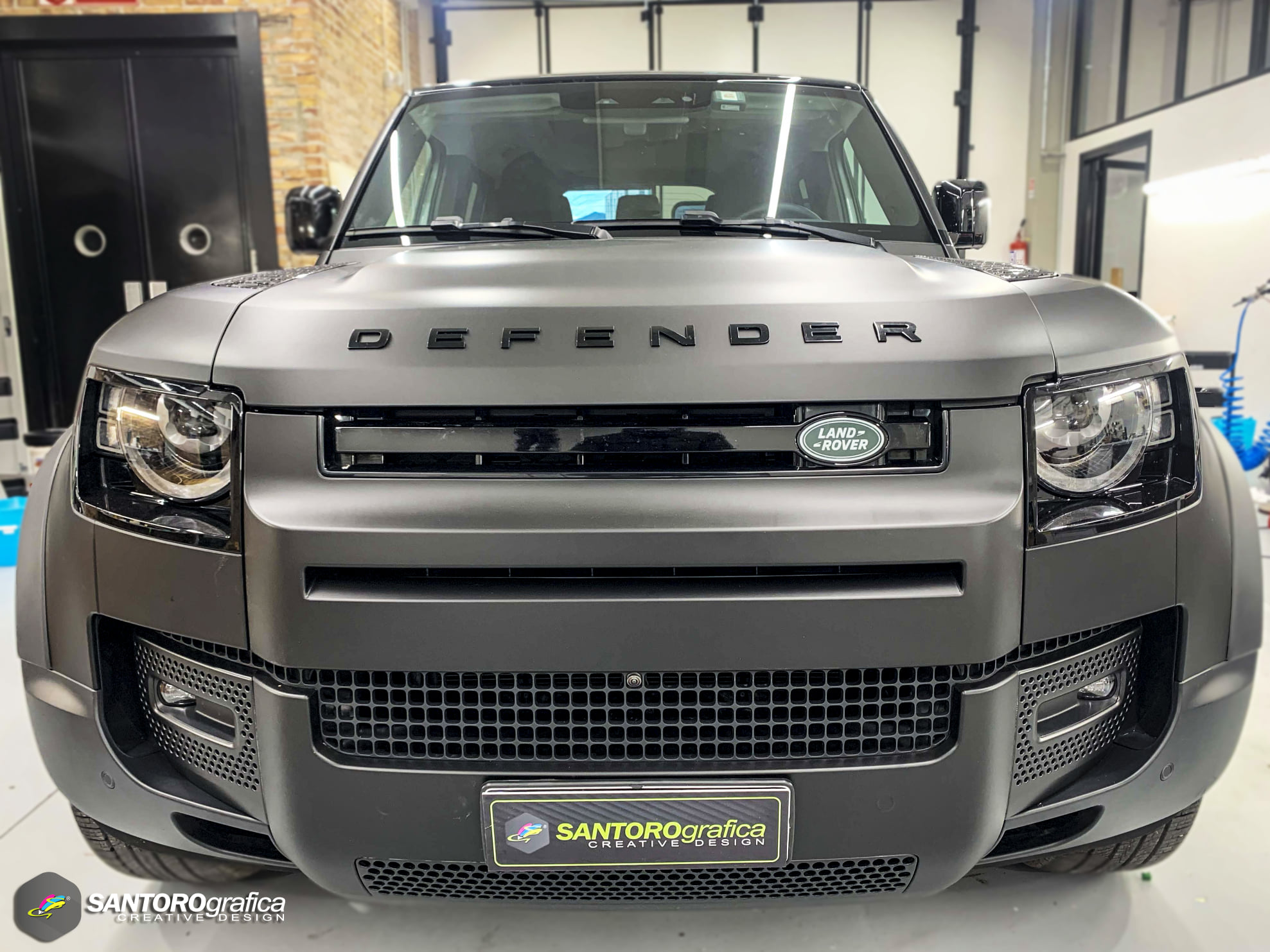 car wrapping land rover defender nero opaco 1