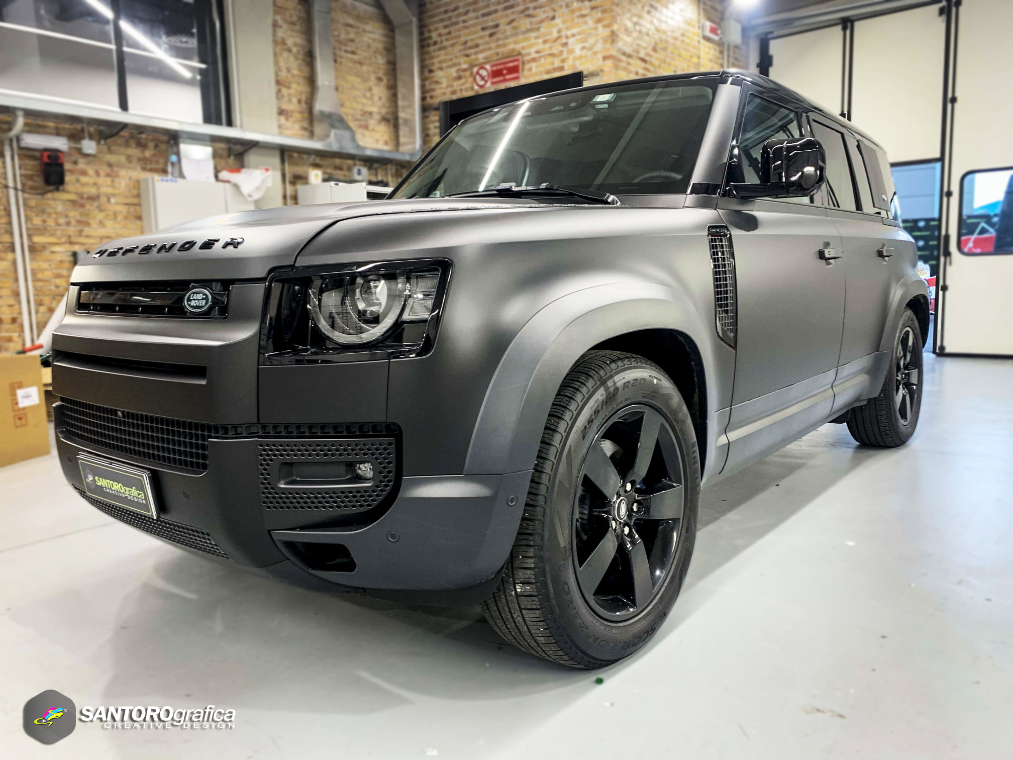 car wrapping land rover defender nero opaco 2