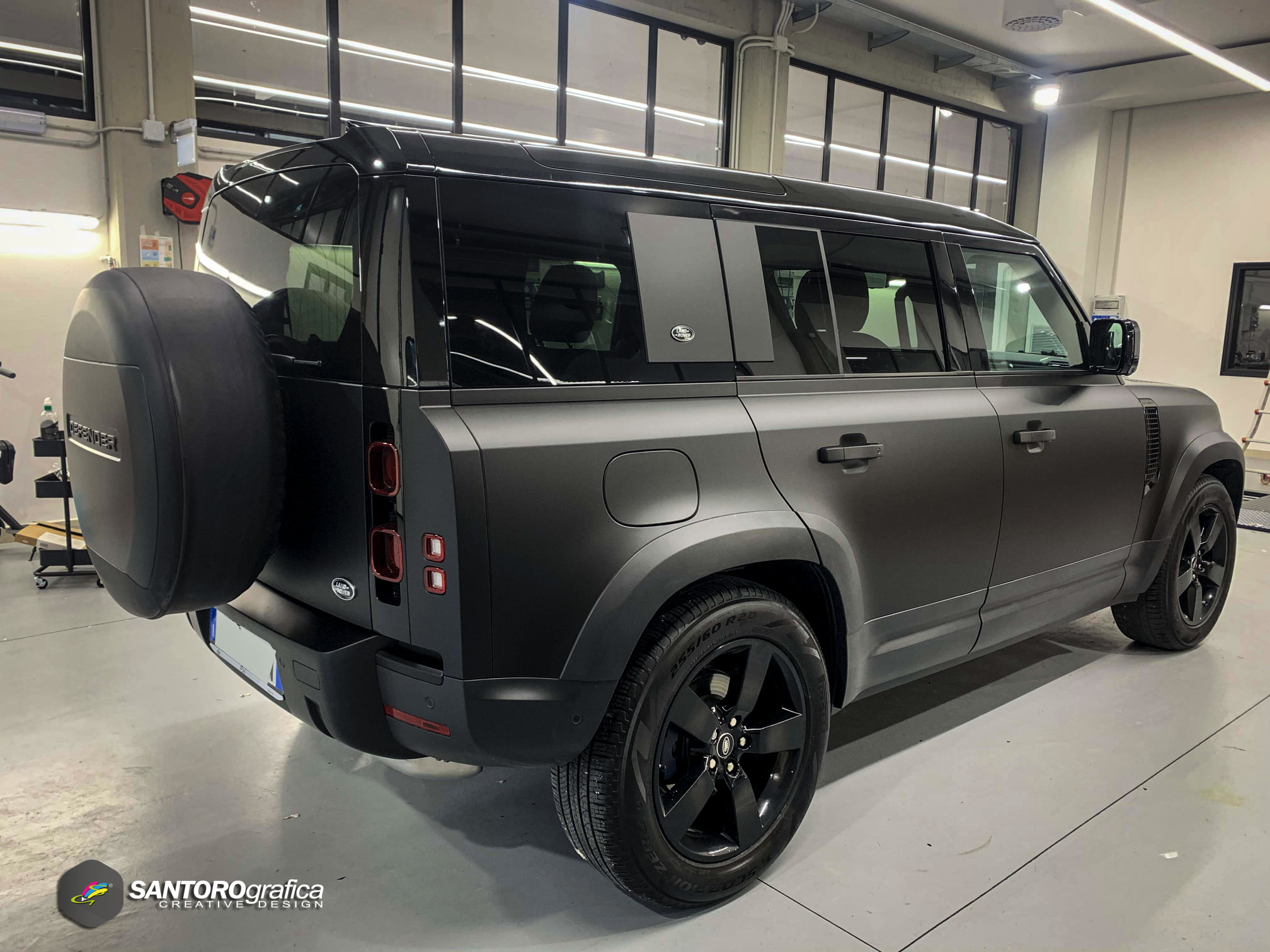 car wrapping land rover defender nero opaco 3