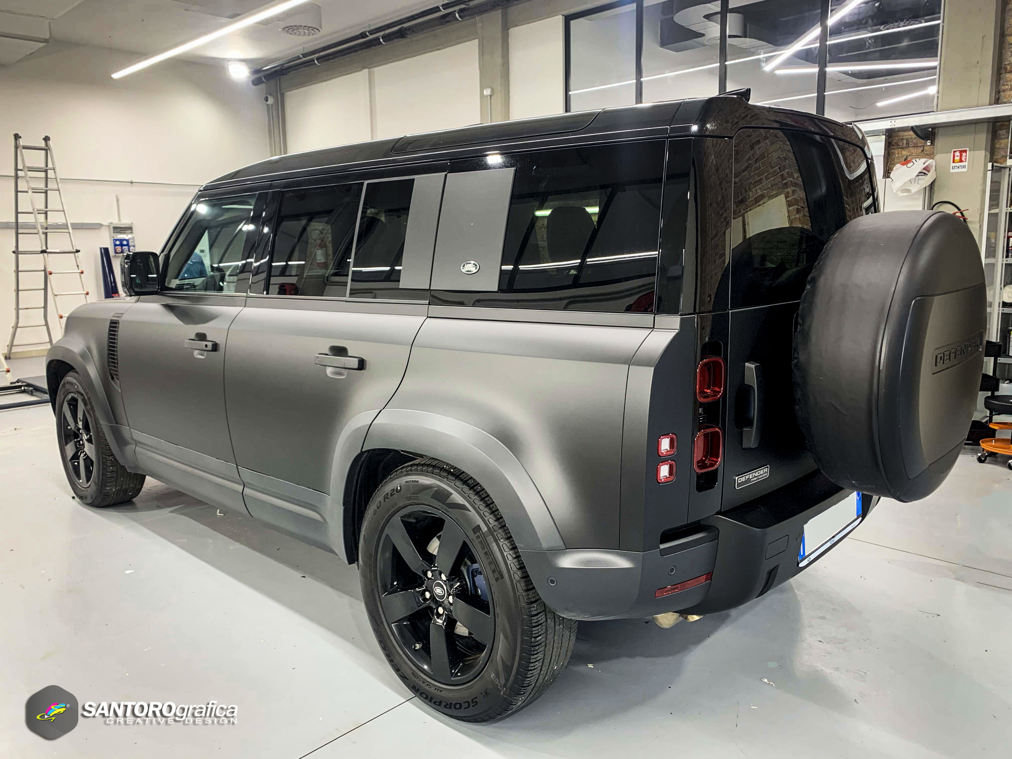 car wrapping land rover defender nero opaco 4