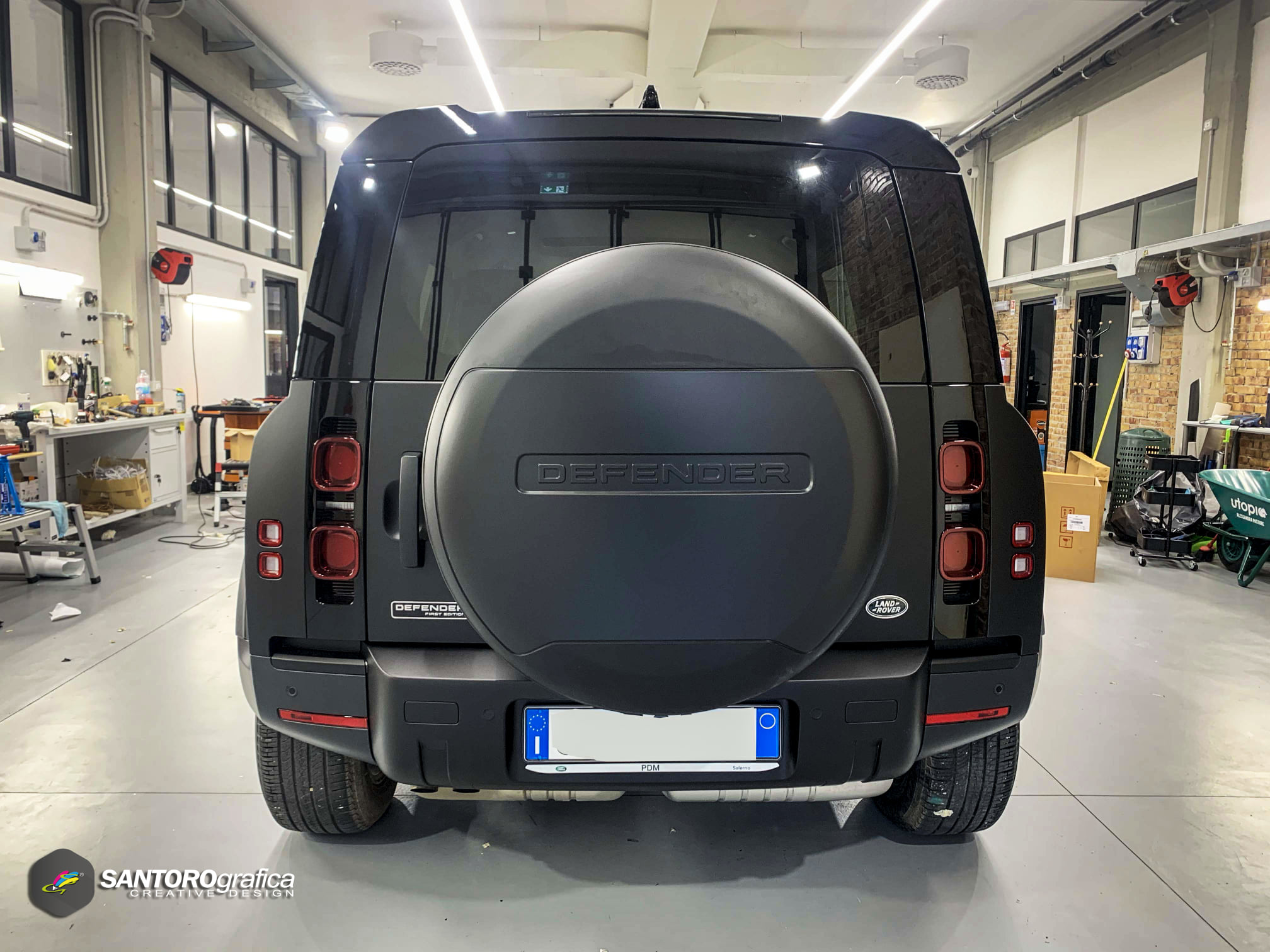 car wrapping land rover defender nero opaco 6